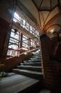 Prace konserwatorskie wewnątrz auli i na klatce schodowej
